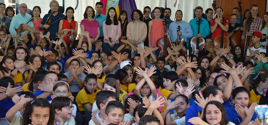 School children in Mayagüez, Puerto Rico, making the sign of the dove with ICOPR artists